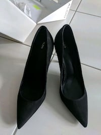 pair of black leather flats Mississauga