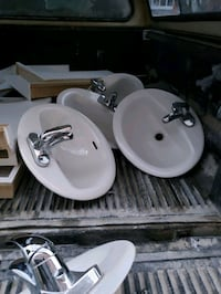 Sink with faucet only used 6 month  Toronto, M1B 3E6