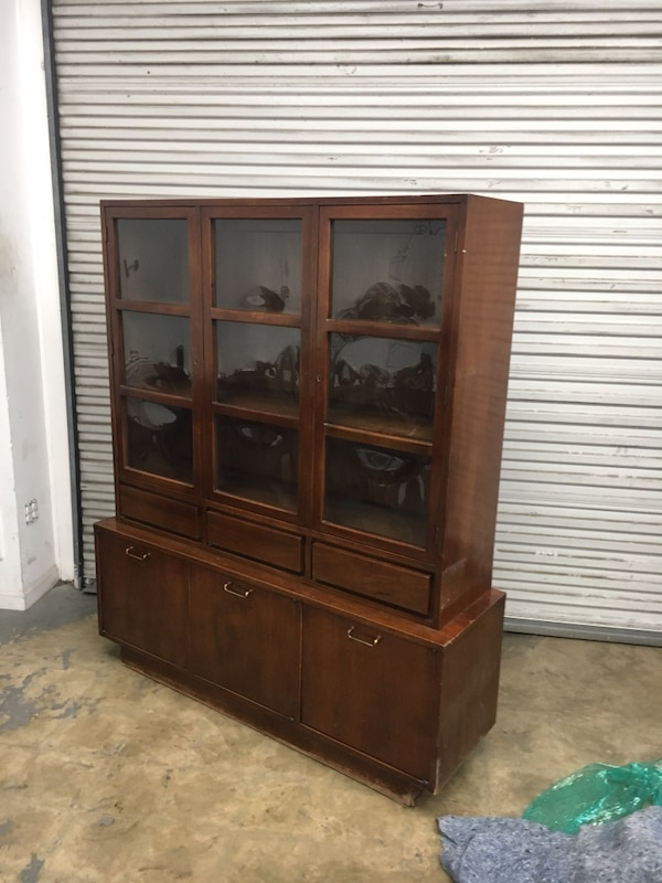 American of Martinsville Mid-Century Modern China Cabinet 8a09c717-b83f-4aef-9db2-d4810ca1a7f8