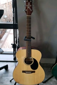 Acoustic Guitar Great condition (negotiable)