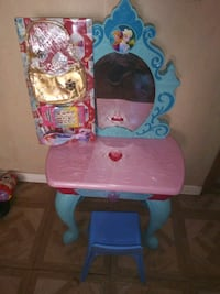toddler's pink and blue Disney Frozen table Las Cruces, 88005