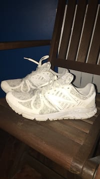 chaussures New Balance Vazee blanches et grises