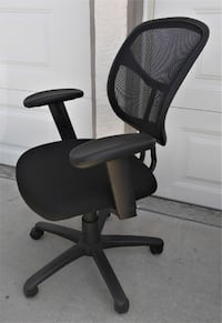 4 Available Black Adjustable Mesh Back Desk Chairs in Excellent Condition  San Diego