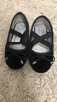 Size 7 toddlers dress shoes  New Westminster, V3L 1M3