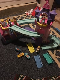 Little people klip klop Disney princess stable comes with 5 girls Hagerstown