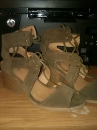 Taupe colored strappy heels Las Vegas, 89142