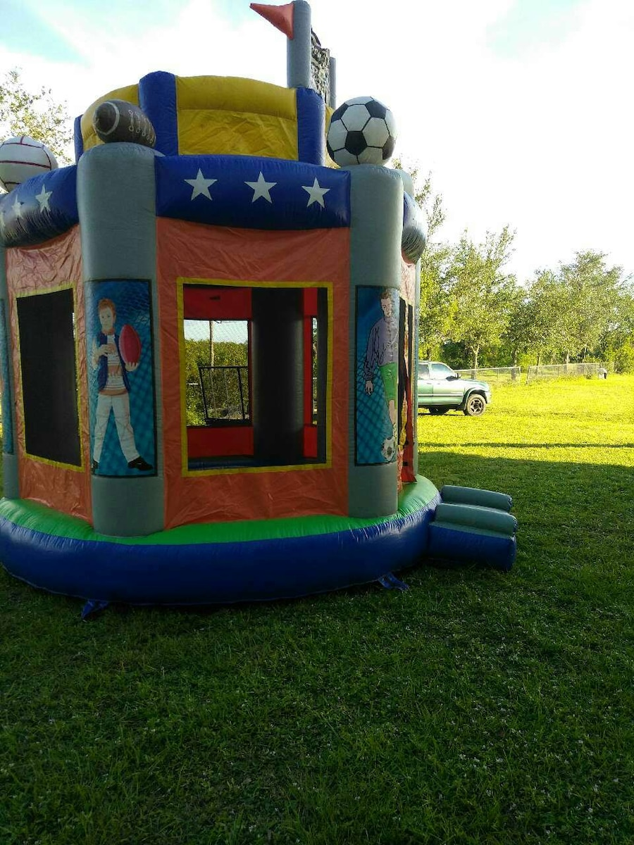 Photo Commercial Bounce house