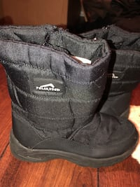 pair of black UGG boots Kenner, 70065