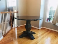 Round dinning table  Ashburn, 20147