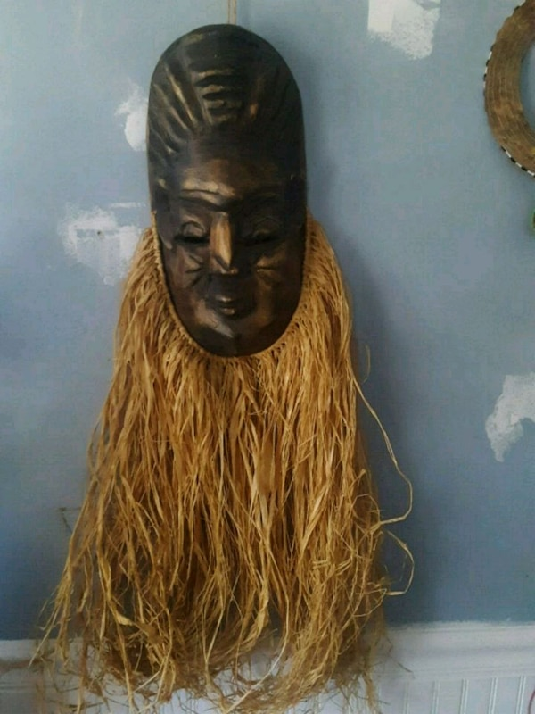 African wooden carved mask 9a828704-0cd9-46ff-8c58-7b9262f786ac