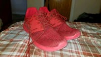 Pair of red shoes size 11  Montreal, H2M