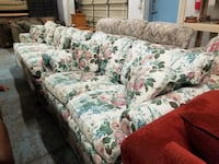 Floral Couch and Loveseat Set  Denver, 80234