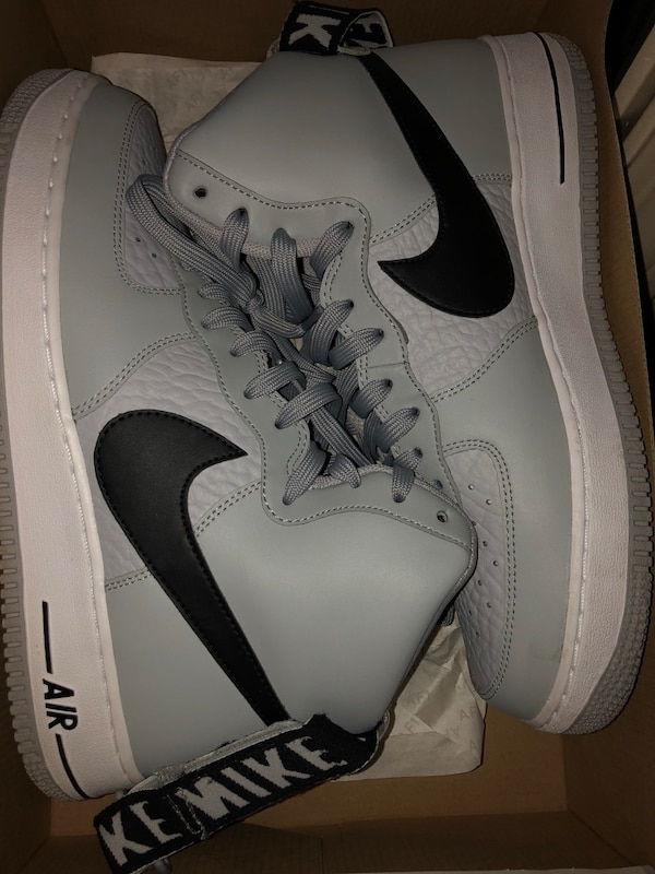 fa18d1bef85 Used pair of white Nike low-top sneakers for sale in Lancaster - letgo