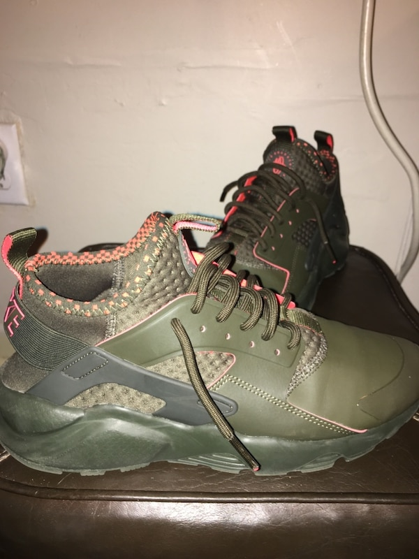 timeless design 5ad65 ad972 Pair of olive green-and-orange nike huaraches size 8.5