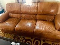 Leather couch  Poolesville, 20837
