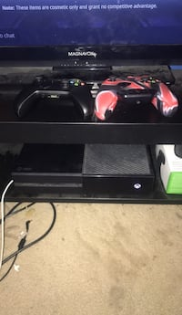 xbox one with 2 controllers  Upper Marlboro, 20774