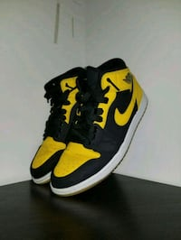 pair of black-and-yellow Nike basketball shoes Oakville, L6H 0R4