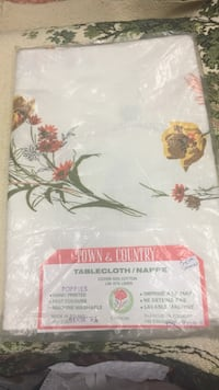Brand New Vintage Town and Country Tablecloth Poppies