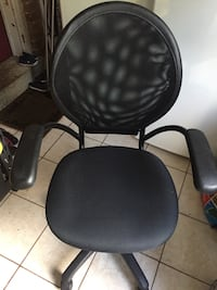 Fully functional office arm chair Toronto, M2M 2T7