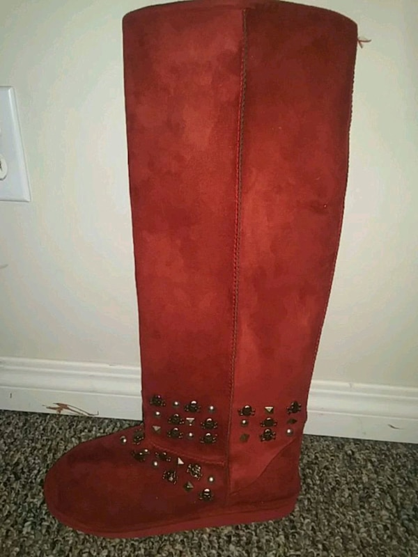 Red boots with skull studs 3396dff4-43be-4417-b030-674c174ad2fb