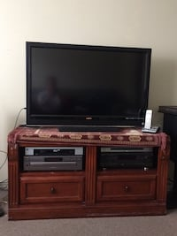 Have a tv stand & black leather couch for sale - price is negotiable  Alexandria, 22303