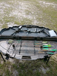 black and gray compound bow with arrows Hinesville, 31313