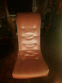 Cushioned gaming chair