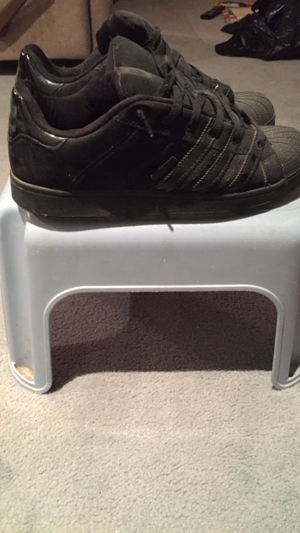b85c62a36 Used Black adidas low top sneakers for sale in Toronto - letgo
