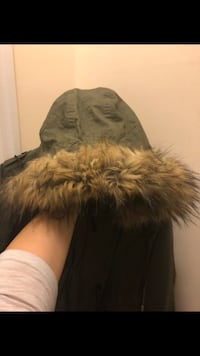 Faux fur Thyme maternity forest green parka 4-in-1 King, L7B 0C6