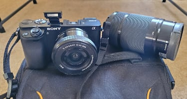 Sony - Alpha a6000 Mirrorless Camera Two Lens Kit + bag, protection screen and SD card 64 GB.