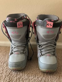 Woman's thirtytwo snowboard boots. Size 8