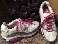 Skechers white, pink, & gray runners ( pls slide to see other photos ) Calgary, T2J