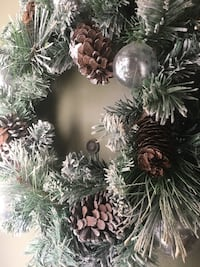 Has gray ornaments and pine cones Palm Springs, 92262