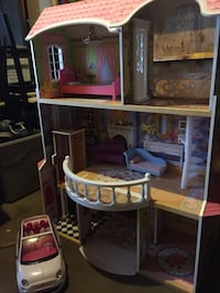 pink and brown doll house set Edmonton, T6B 2K9