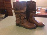 Womens/girls brown leather boots size 7. Barely worn.