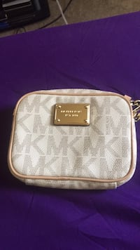 white and gray Michael Kors leather wristlet Adelphi, 20783