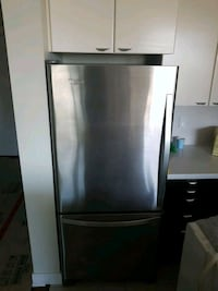 Whirlpool fridge North Vancouver, V7M 1E9
