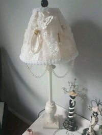Gorgeous antique shabby lamp.  PRICE DROP  Whitby, L1N 8X2