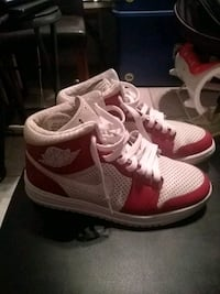 pair of red-and-white Nike basketball shoes New Orleans, 70127
