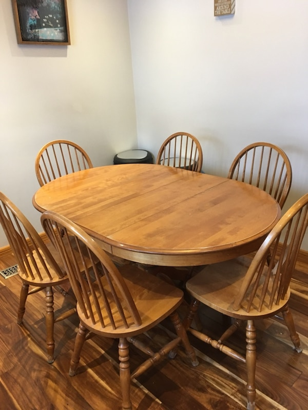 Brukt Oval Brown Wooden Dining Table With Six Chairs Til Salgs I Guelph