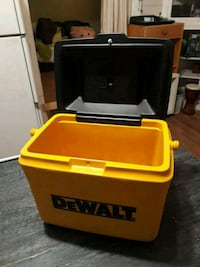 DEWALT.  LUNCH KIT COOLER