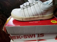 unpaired white Adidas low-top sneaker with box Williston, 29853