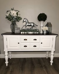 Gorgeous Buffet,Entry Table or TV Stand‼️