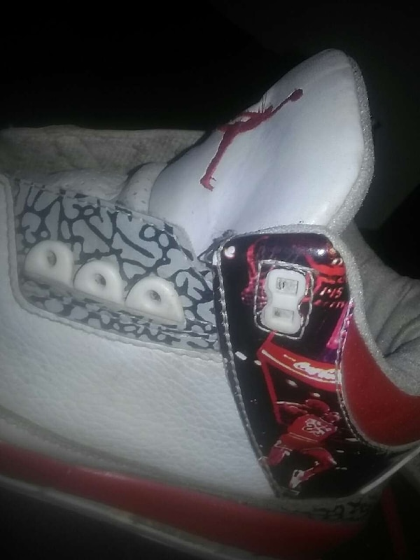 3073c83db9a4a Used unpaired red and white Air Jordan 3 shoe for sale in Edmonton - letgo