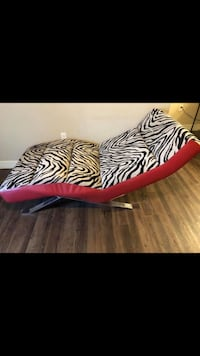 (2) Chaise Loungers Henderson, 89052