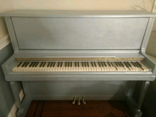 Used Upright piano for sale in Lakewood Township - letgo