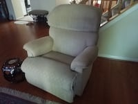 2 lazy boy recliners in beige fabric ROCKVILLE
