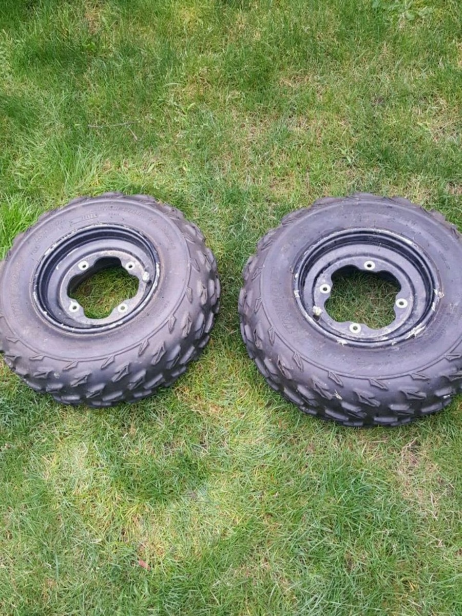 Photo New Dunlop Front quad tires