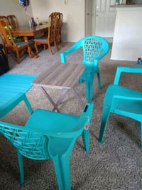 Table with 3 chair like new