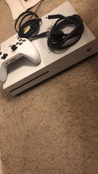 white Xbox One console with controller Reisterstown, 21136